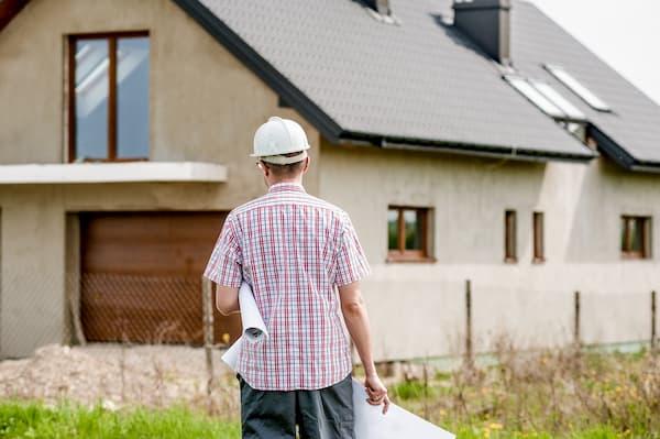 I proprietari-costruttori vengono affiancati da professionisti del settore