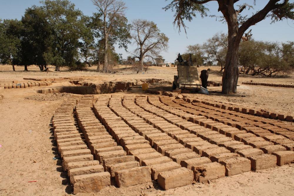 L'argilla è un materiale facilmente reperibile e quindi usato per autocostruire