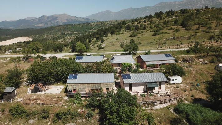 A Pescomaggiore è stato realizzato l'ecovillaggio autocostruito E.V.A.