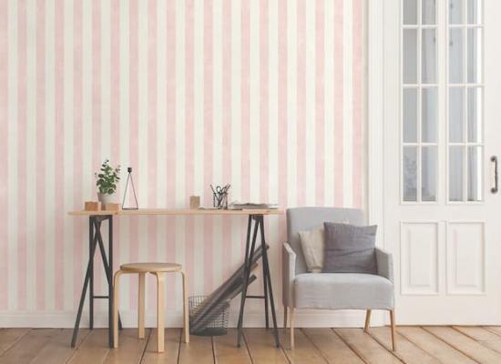 Carta da parati a righe bianche e rosa by Effeline