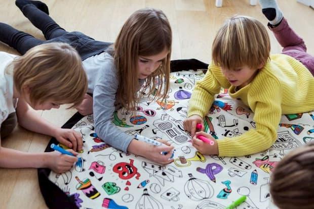 Tappeto e sacco portagiochi Color my bag di Play&Go