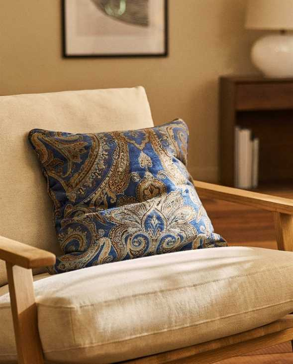 Federa cuscino arredo motivo paisley su Zara Home