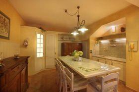 Composizione di cucina in muratura - SassoLegno