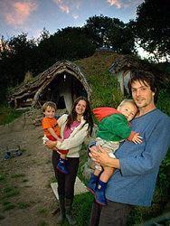Simon Dale con la sua famiglia