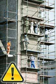 Operai su impalcature pericolose fuori norma