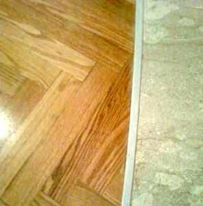 Le giunzioni tra materiali diversi: il giunto tra legno e marmo