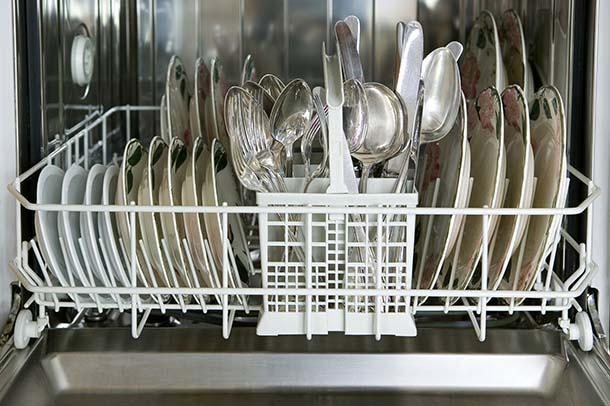Il carico della lavastoviglie