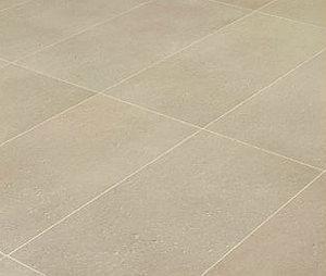 La posa delle piastrelle di grande formato: un pavimento rettificato di grandi dimensioni