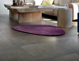 La posa delle piastrelle di grande formato: un bel pavimento fugato della Refin