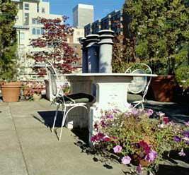Balconi e terrazze verdi senza problemi: un terrazzo sistemato a verde