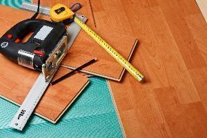 attrezzi per la posa pavimento flottante
