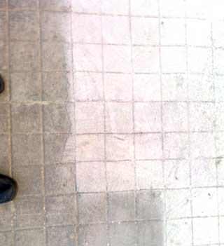 Il recupero di una vecchia pavimentazione esterna: il trattamento superficiale per uniformare