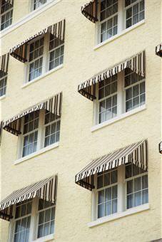 La sicurezza delle tende da sole: un gruppo di tende da finestra