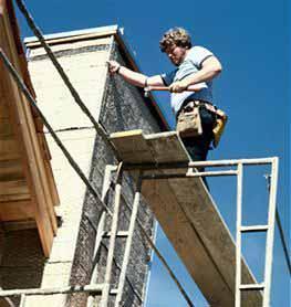 Come usare i trabattelli nei lavori faidate: modo errato di eseguire i lavori all'esterno