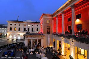 Lo storico Caffè Pedrocchi illuminato a festa in occasione dei suoi 180 anni