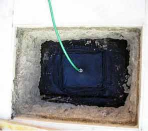 La ricerca delle perdite nelle guaine impermeabili: una flangia per l'iniezione di gas (Rif. Bau-Tech