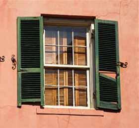Finestre e ventilazione naturale: una finestra a saliscendi