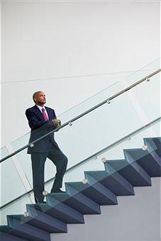 La normativa vigente stabilisce che le scale e le rampe, devono essere ...