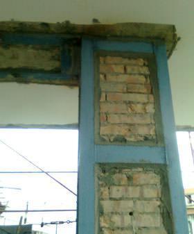 Il rafforzamento delle murature isolate: un particolare del pilastro in mattoni consolidato