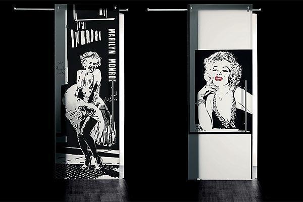 Porta in vetro scorrevole modello Marylin Monroe di Cristal