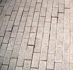 Cura delle pavimentazioni in massello: una pavimentazione in massello in buono stato