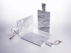 Marmo di carrara al fuorisalone for Tagliere in marmo