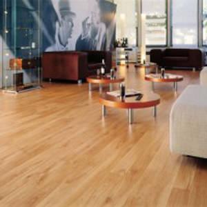 Pavimento sopraelevato in HPL effetto legno