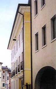 I difetti delle opere di attintatura: una facciata trattata con pittura silossanica