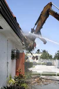 Demolizione edificio abusivo