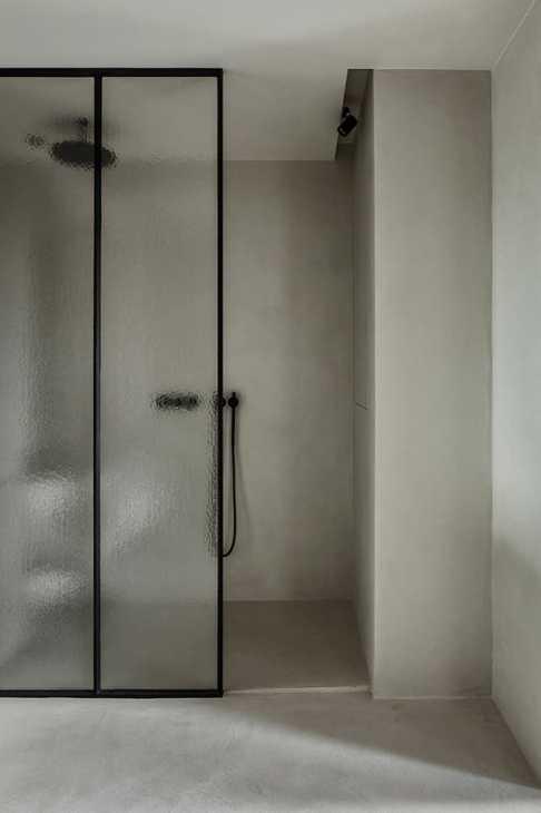 Il microtopping in bagno, da Ideal Work