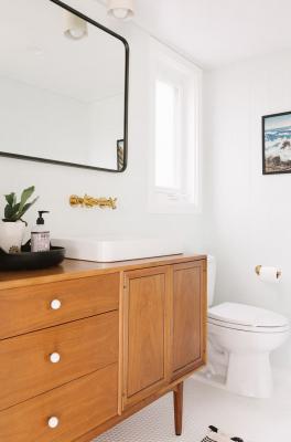 Dettagli di legno nel bagno vintangi, da mobel.live