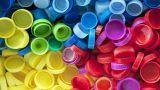 Come riciclare i tappi di plastica, sughero e latta