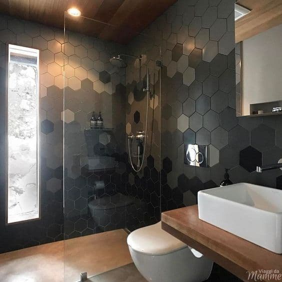 Piastrelle esagonali decorano le pareti - Photocredits: Pinterest