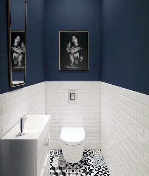 Piccola toilette con bianco e nero con pareti colorate - Credits: Pinterest