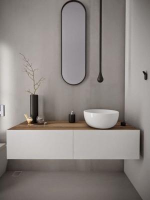 Accessori in nero vivacizzano il bagno bianco e nero - Photo credits: Pinterest