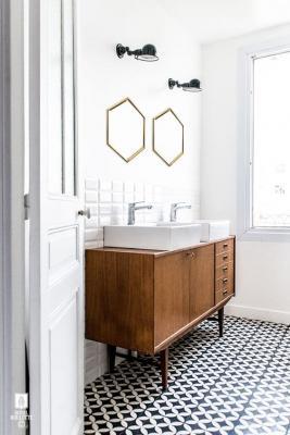 Un abbinamento glamour per il bagno è nero e oro - Photo credits: Pinterest