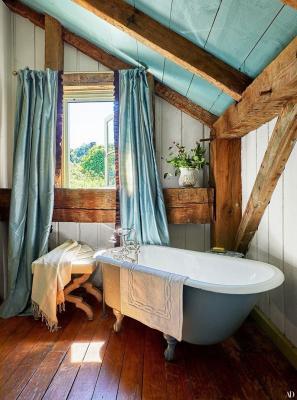 Bagno casa campagna, da architecturaldigest.com