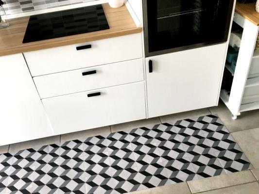 Passatoia in vinile per cucina, disegno geometrico di Tappetosumisura.it