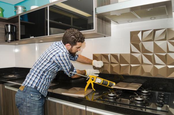 Le piastrelle possono essere posate anche sopra un altro rivestimento ceramico