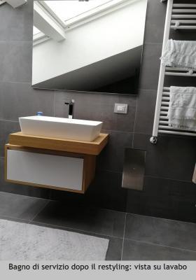 Bagno di servizio in mansarda, zona lavabo, dopo