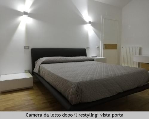 Camera da letto in mansarda, vista porta, dopo