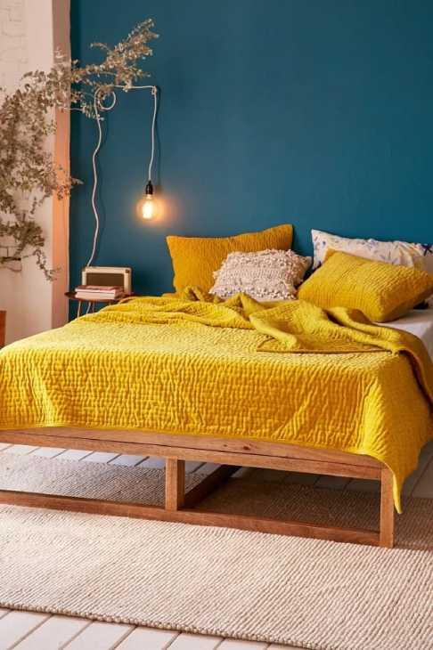 Color ocra nella camera da letto autunnale, da brit.co