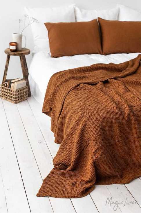 Il color cannella nella casa d'autunno, da magiclinen.com