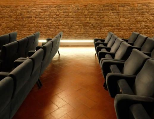 Battiscopa by Hekos installato in un cinema