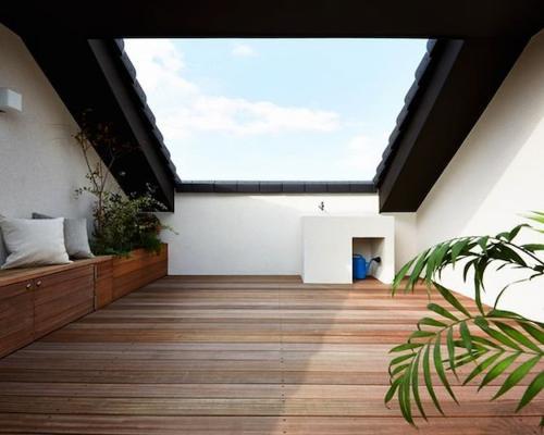 La creazione di un terrazzo rende meno claustrofobica la mansarda - Pinterest