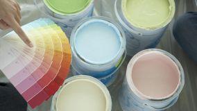 Vantaggi nell'uso di smalto ad acqua per verniciare pareti e legno