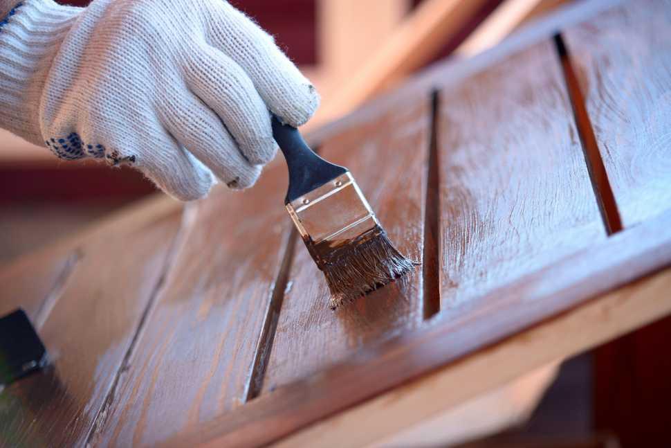 Verniciare le persiane in legno con lo smalto ad acqua