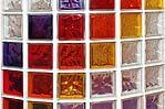 Esempio di tramezzo in vetrocemento colorato