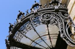 Pensilina di prestigio in edificio storico