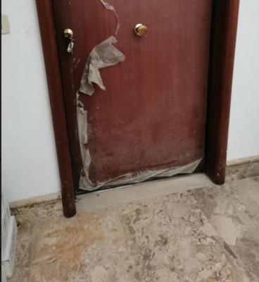 Porta blindata da modificare: particolare pianerottolo condominiale